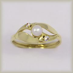 Prsten perlový se zirkonem 225 086