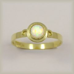 Prsten s bílým opálem 225 104